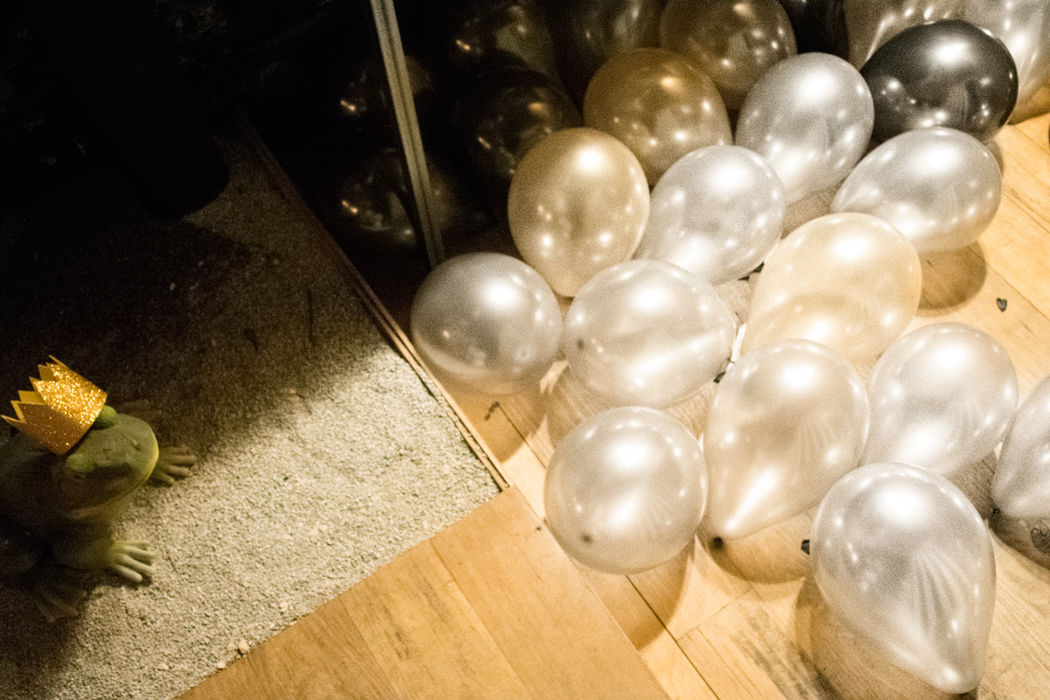 Glitter balloons + deco by shöckinwindöws.com #HappyBirthday #happy40 #cumple #feliz40 #cumpleañosfeliz #deco #evento #party #handmade #ballons