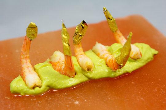 Beispiel: Garnelen auf Avocado-Mousse, Foto: Kuffler Catering.