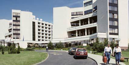Beispiel: Einfahrt Hotel, Foto: Cliff Hotel Rügen.