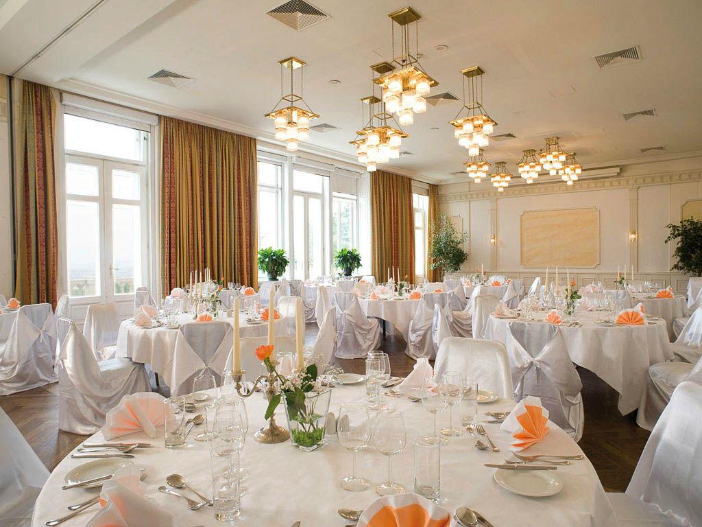 Beispiel: Hochzeitsgedeck, Foto: Austria Trend Hotel Schloss Wilhelminenberg.