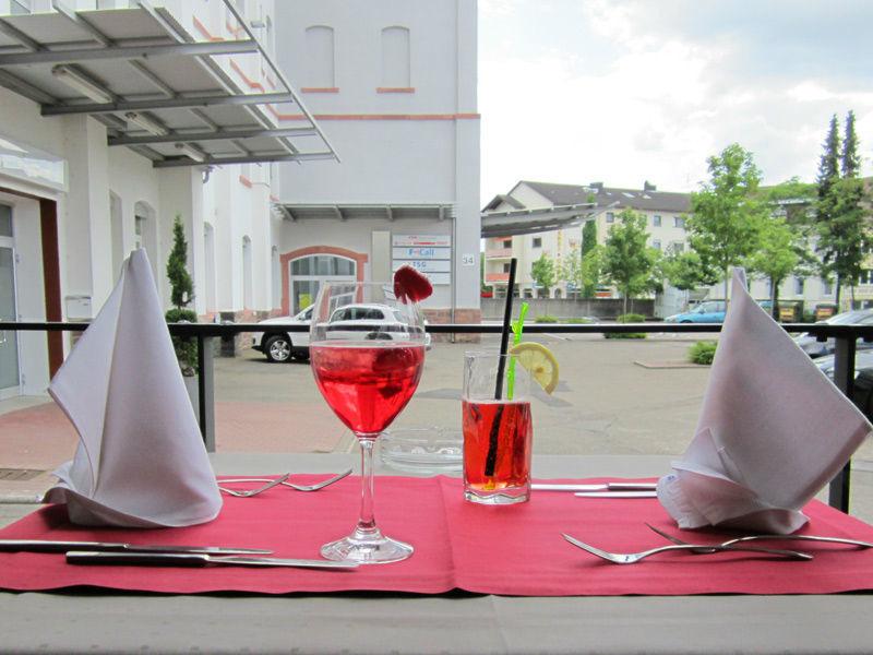 Beispiel: Terrasse - Tischdekoration, Foto: Ristorante Borsalino.