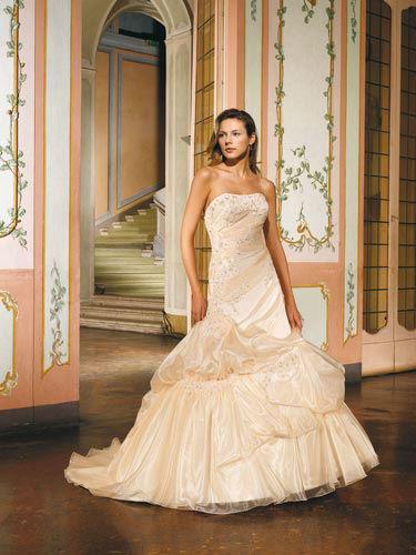 Beispiel: Brautkleider in Rosé, Foto: Marry Me.