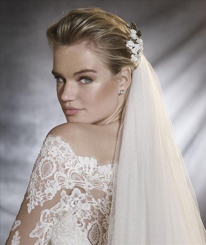 Robes de mariée collections 2017, dans votre showroom Déclaration Mariage à Sceaux près de Paris.