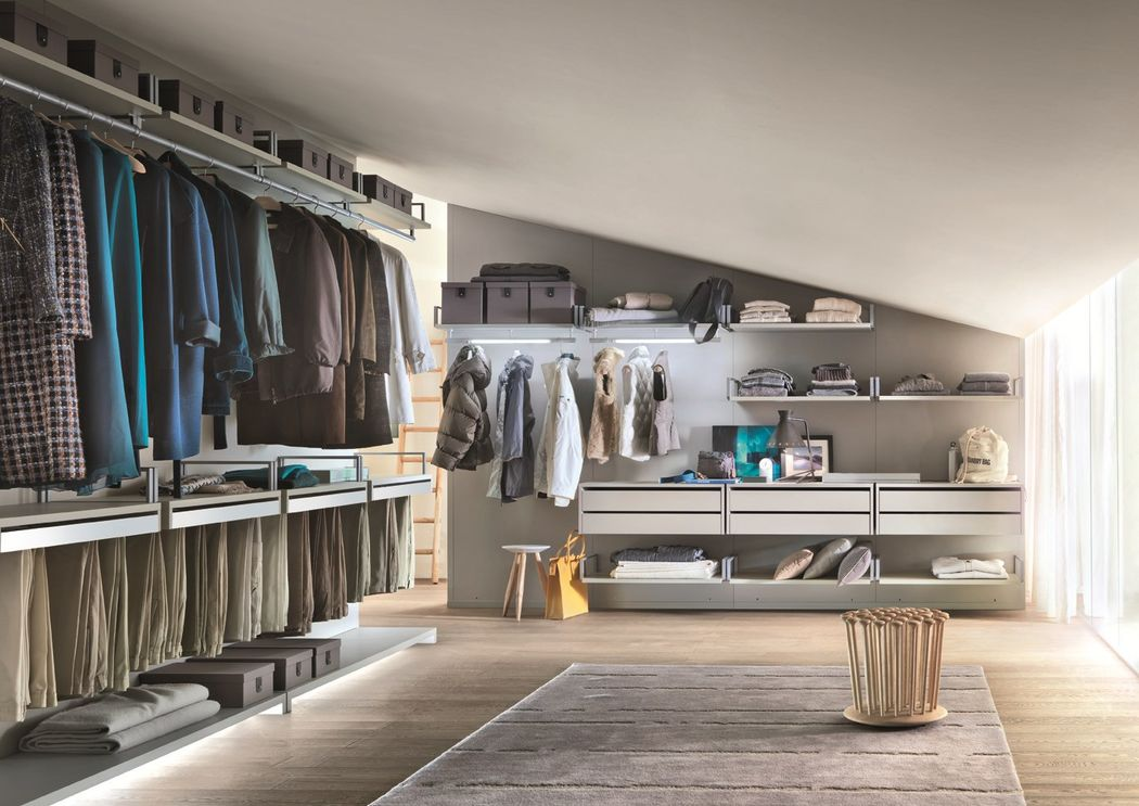 Organize the space with elegance and efficiency at the same time. This is, in short, the Novenove Lema closet. The modules, available in a wide range of choices, offer the possibility to create custom environments.