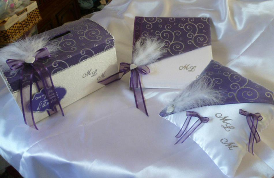 ensemble satin blanc et violet, arabesques argent, décos coeurs, stylo assorti