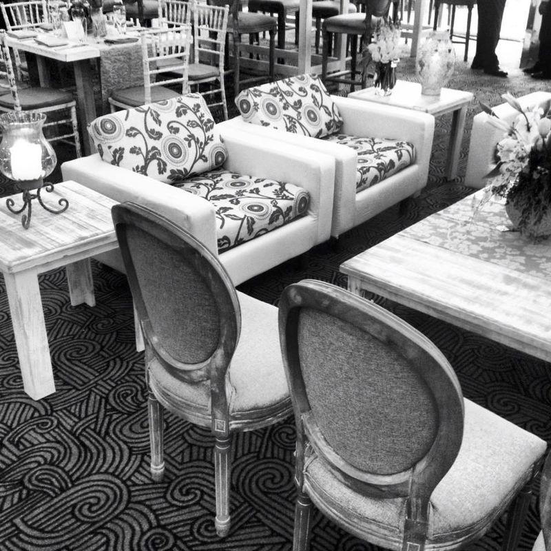 Sala en conjunto con sillas maria antonieta.