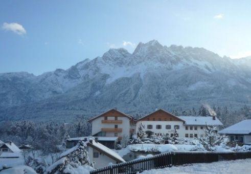 Beispiel: Außenansicht Winter, Foto: Romantik Hotel Waxenstein.