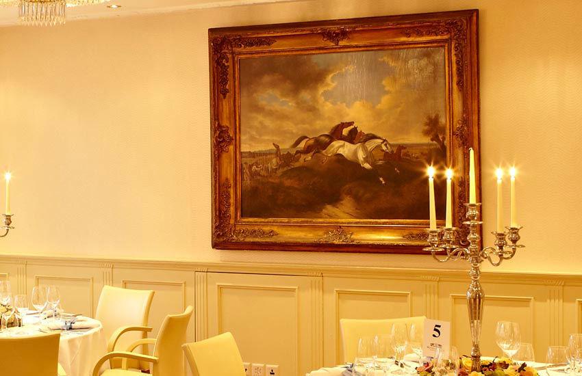 Beispiel: Hochzeitsgedeck, Foto: Hotel des Balances.