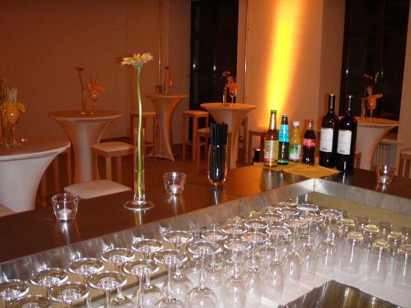 Beispiel: Laden Sie zum Sektempfang, Foto: Skyline Catering & Event's.