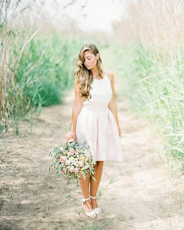 Una novia El Jardín en L´Albufera con vestido dos piezas.