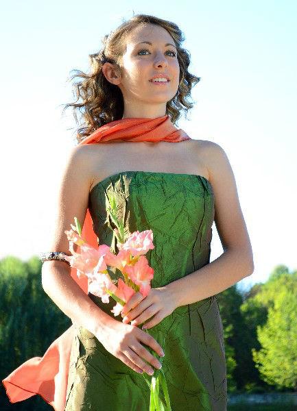 Beispiel: Mode für Hochzeitsgäste, Foto: Festmode Diel.