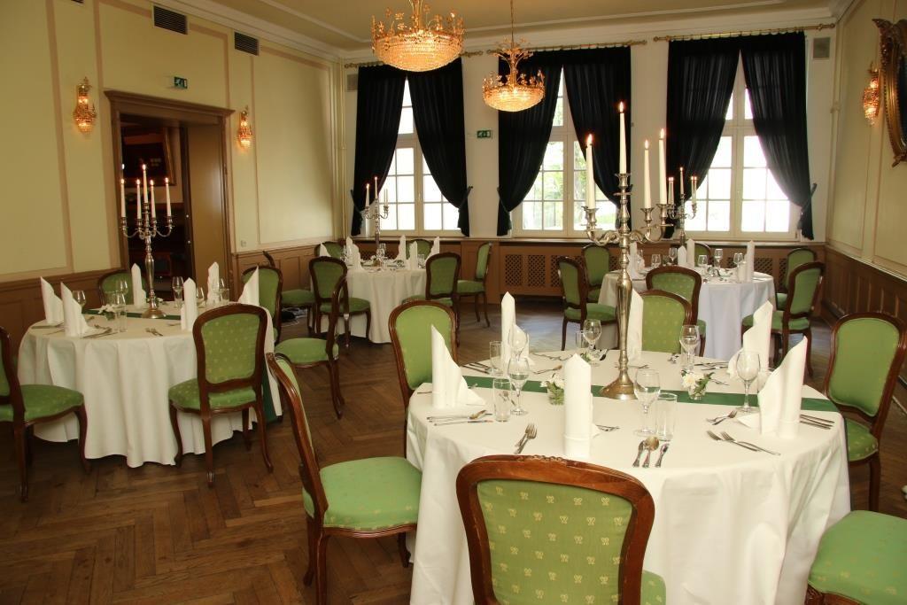 Grüner Salon für kleinere Hochzeitsgesellschaften