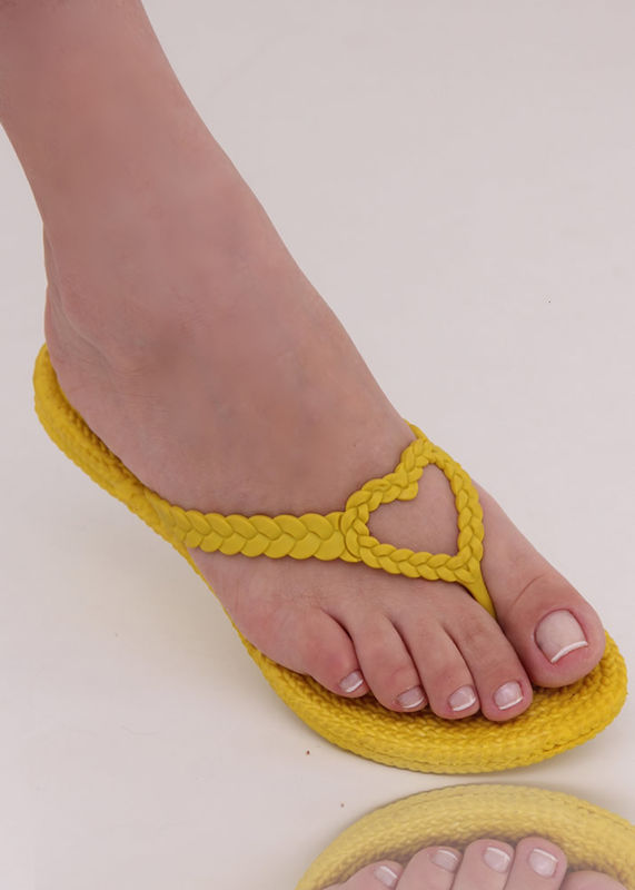 Chinelo Trancinha Amarelo com Coração