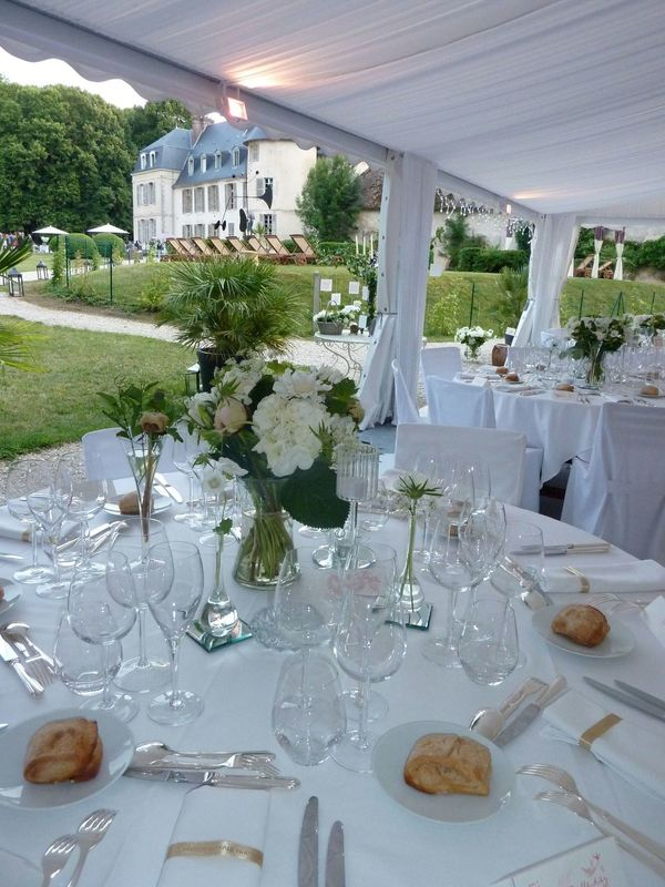Espace dîner, avec vue sur le château