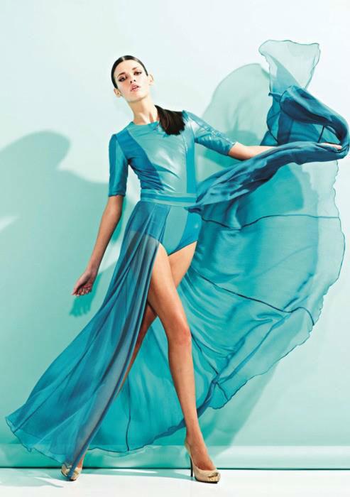 Beispiel: Blaues Festkleid, Foto: Amormoda.de.