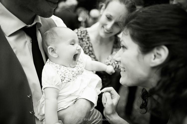 Beispiel: Lachendes Baby, Foto: Georg Rekas.