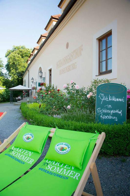 Beispiel: Außenansicht Schlossgasthof Rosenburg, Foto: Schlossgasthof Rosenburg.