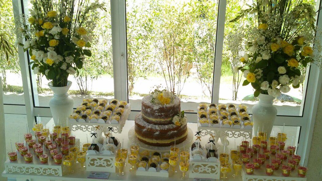 Bolo de Casamento Naked Cake e Doces