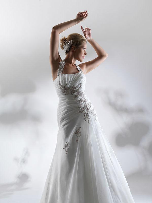 Beispiel: Brautkleider für jeden Geschmack, Foto: Steinecker.