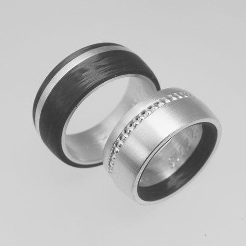 Trauringe aus Silber mit Carbon und Perldraht. Wurden im Workshop selber geschmiedet