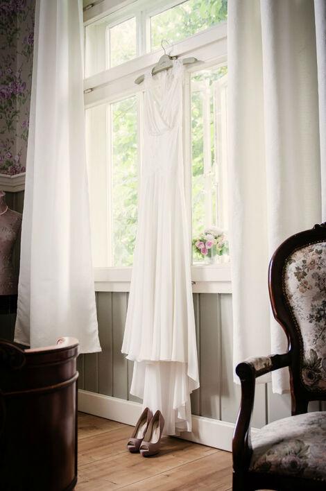 Beispiel: Eines des wichtigsten Details: Das Brautkleid, Foto: About Moments Photography.
