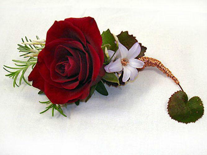 Beispiel: Anstecker für den Bräutigam, Foto: Blütenraum.