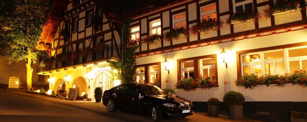 Beispiel: Hotel bei Nacht, Foto: Hotel Antoniushütte.