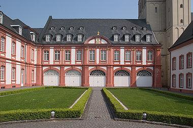 Beispiel: Innenhof, Foto: Abtei Brauweiler.
