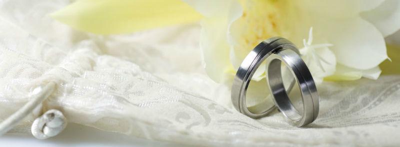 Beispiel: Einzigartige Trauringe für Ihre Hochzeit, Foto: Juwelier Reiher.