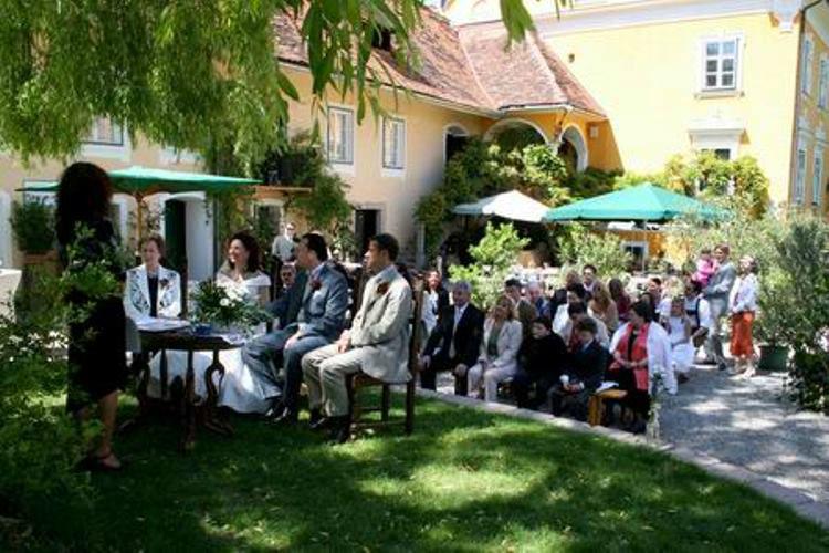 Beispiel: Freie Trauung im Schlosshof, Foto: Schloss Gamlitz.