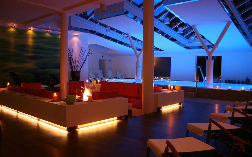 Beispiel: Innenpool, Foto: Hotel am See Sommerfeld.