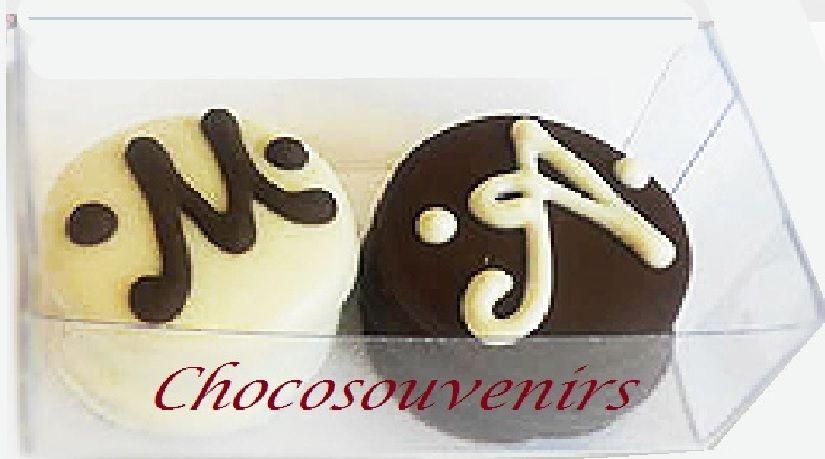 Ricos minialfajores bañados en chocolates y decorados con las iniciales de los novios. cintas del color solicitado.