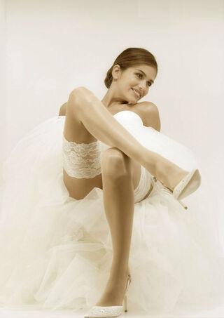 Beispiel: Strümpfe, Foto: feminin Braut- und Abendmode Accessoires.