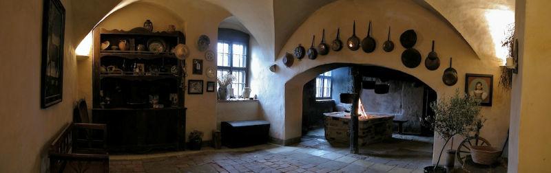 Beispiel: Schwarze Küche, Foto: Schloss Scharfenberg.