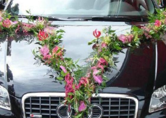 Beispiel: Autoschmuck, Foto: Blumenparadies Hahn.