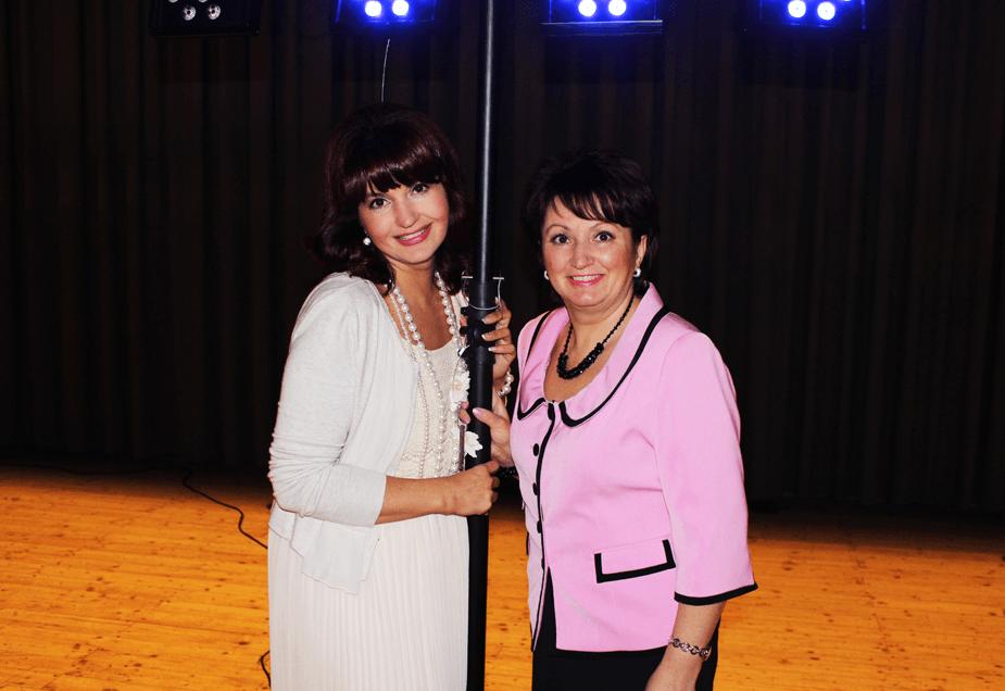Beispiel: Sängerin und Tanja - Tamada, Foto: Nella Band.
