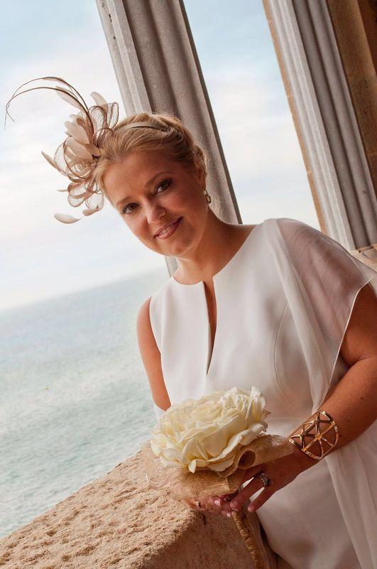 Un maquillaje suave en tonos tierra naturales, con un recogido elaborado para una boda civil!! Fantástica !!