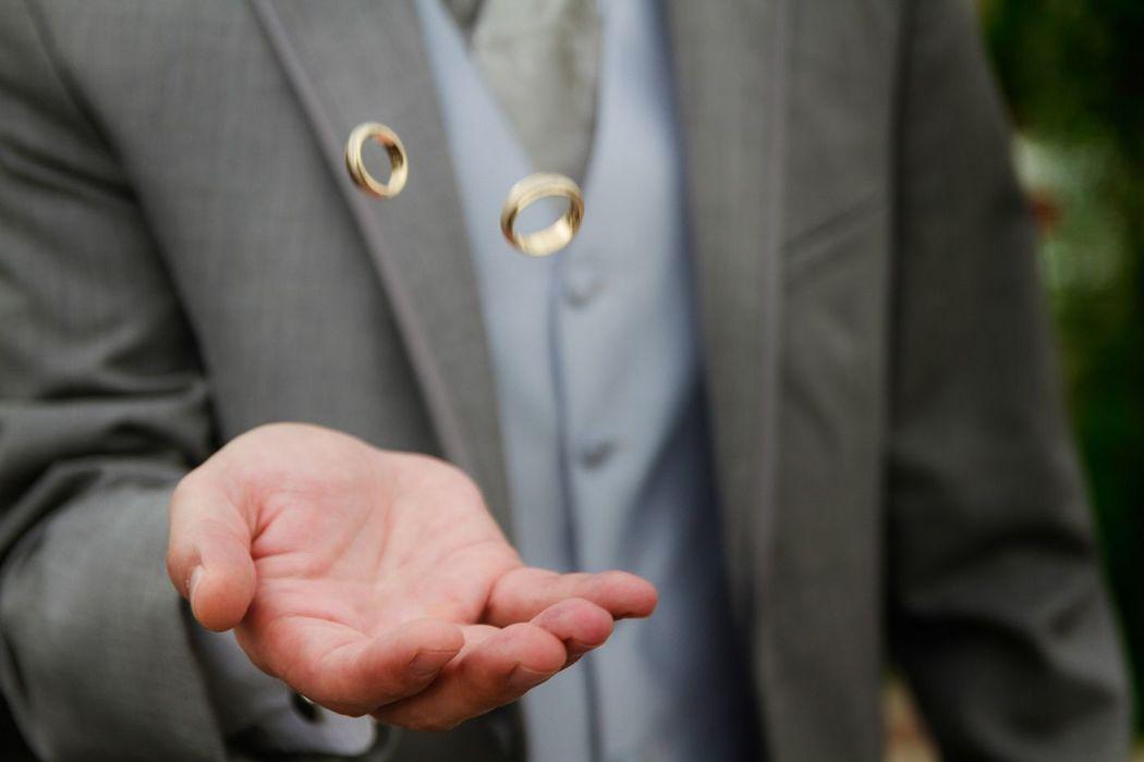 Fotografía de Bodas, Trash The Dress, Alex mendoza, Chihuahua novio comparte sus anillos de boda