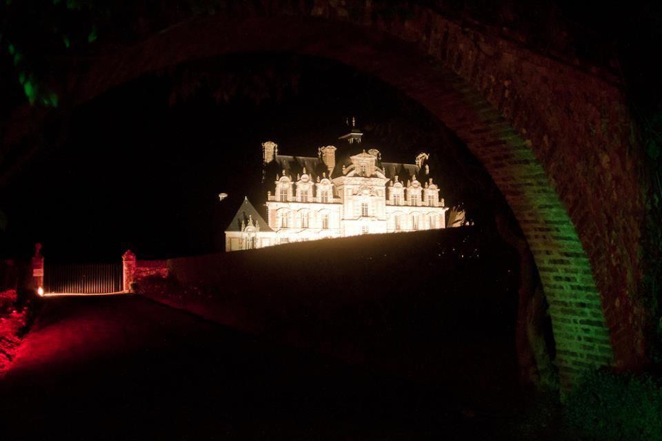 Château de Beaumesnil éclairé