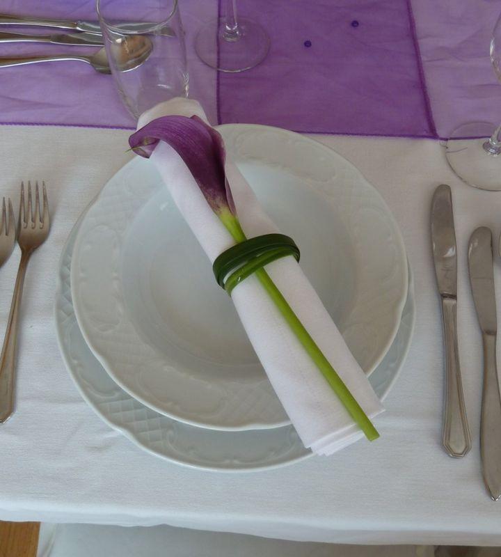 Beispiel: Blumenschmuck für das Hochzeitsgedeck, Foto: Toifl Blumen.