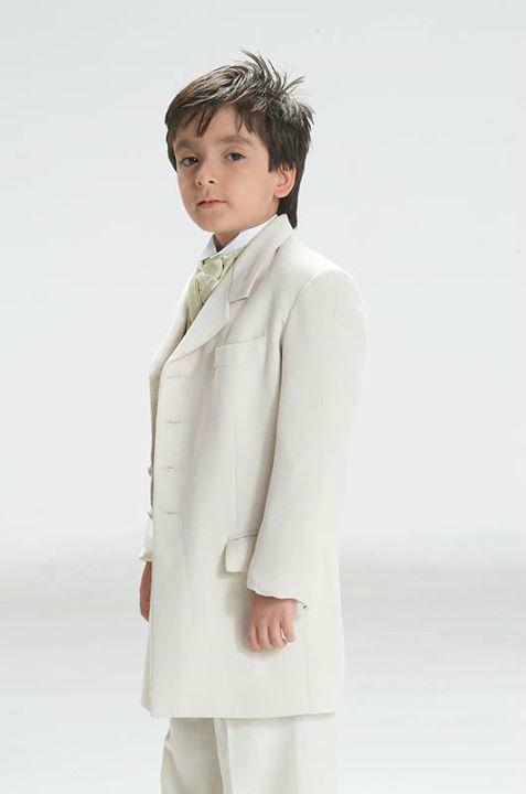 Pajecito vestido de blanco