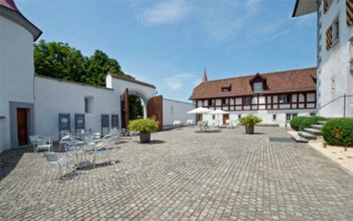 Beispiel: Hof, Foto: Wasserschloss Wyher.