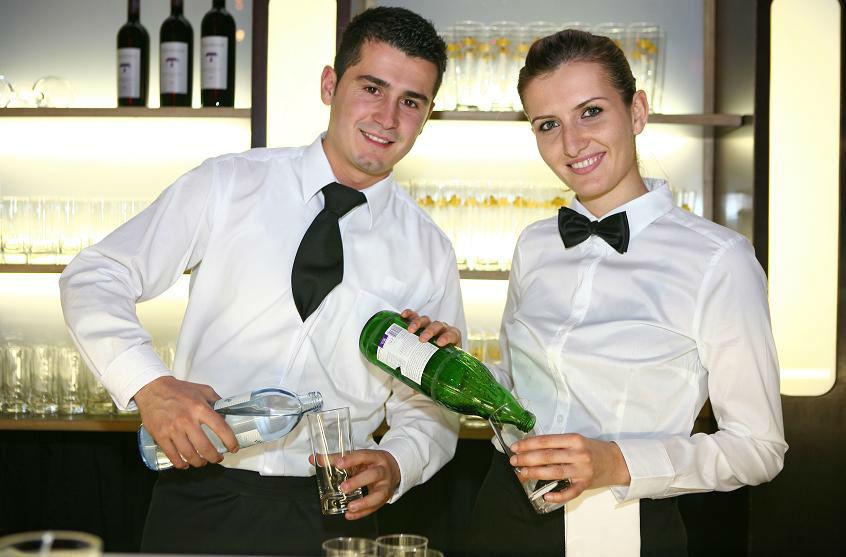 Beispiel: Freundliches und kompetentes Servicepersonal, Foto: Cateringkultur.
