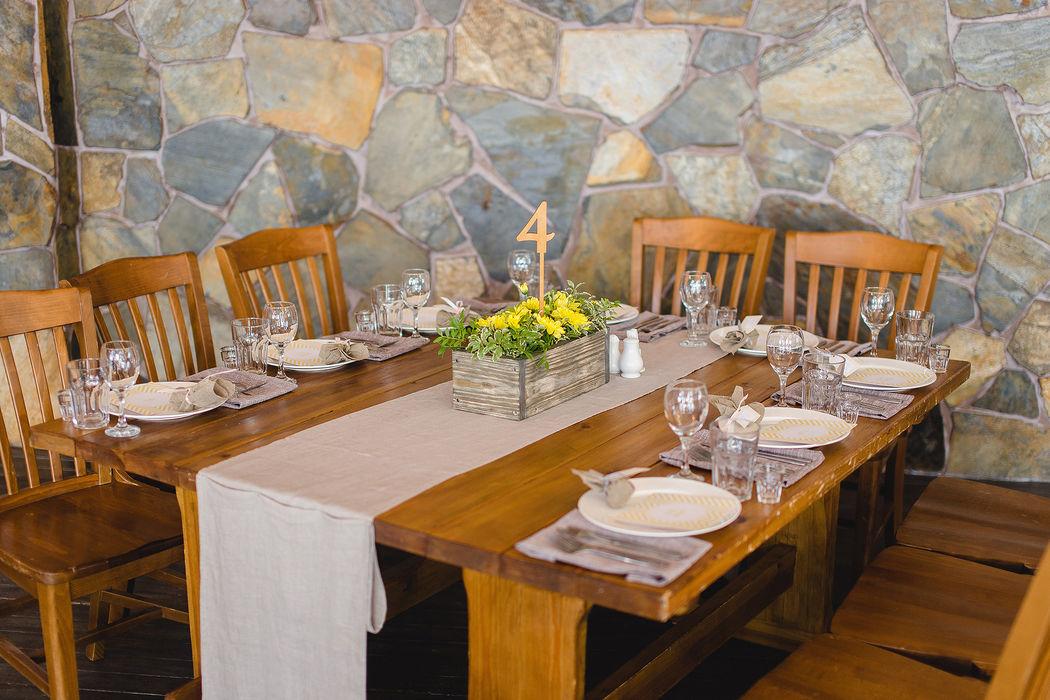Оформление гостевого стола в ресторане