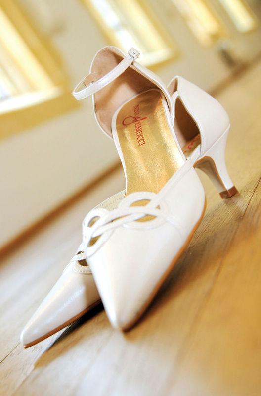 Beispiel: Schuhe für die Braut, Foto: Fabula Brautmode.