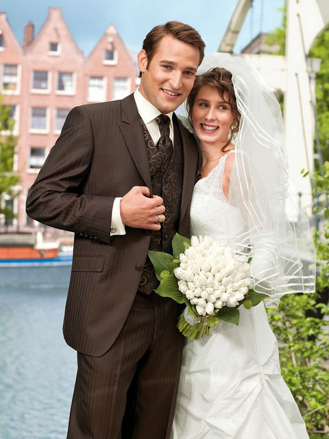 Beispiel: Hochzeitsmode erster Klasse, Foto: Brautmoden Isabel Bräutigam.