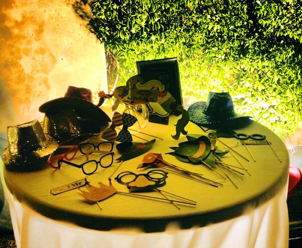 Photobooth di Alessandro Zingone - Reporter di matrimonio: servizi fotografici e cabina photobooth. Alcune maschere tipo carnevale e tipo americano.