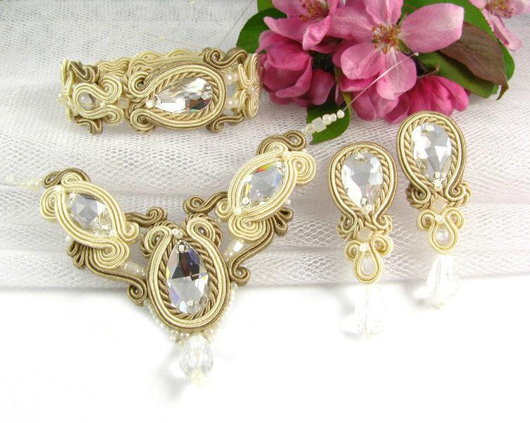 Małgorzata Sowa - PiLLow Design, Biżuteria ślubna sutasz. Komplet ślubny utrzymany w ciepłej tonacji; melanż kolorów ivory, ecru i beżu, kryształy Swarovski, kryształy Preciosa...