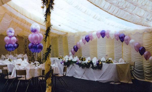 Beispiel: Ballondekoration Hochzeit, Foto: Bombastisch.