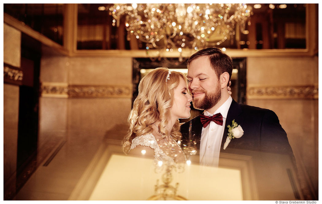 Пример одного из разворотов свадебной фотокниги.Художник, рисующий светом сказку, для двух любящих сердец.